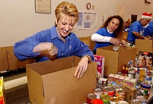 HP CEO Carly Fiorina Volunteers At Food Bank