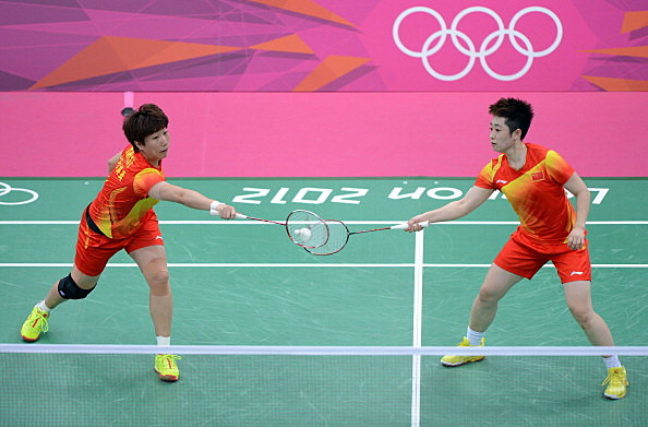 Yang Yu (R) and Xiaoli Wang (L) of China