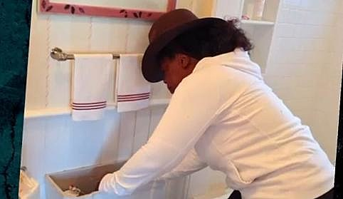 Oprah fixes toilet